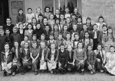 Klassenbild 1951 - Jahrgang 1936_37 Entlassungsklasse Lehrerin Frau Reinhardt