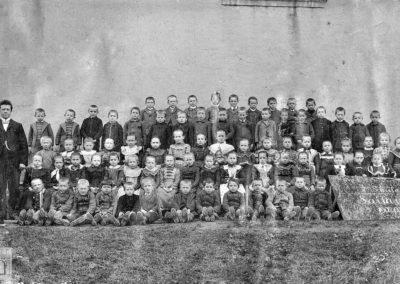 Klassenbild 1902/1903 mit Lehrer Pfriem